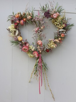 Sustainable dried flower heart by tangle and thyme
